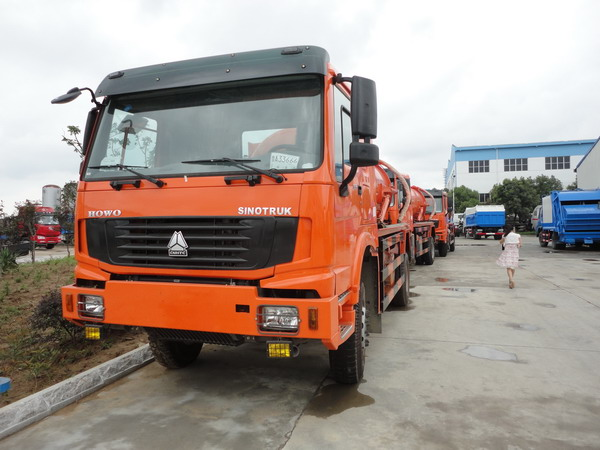 HOWO 4*4 10000L sewage suction truck