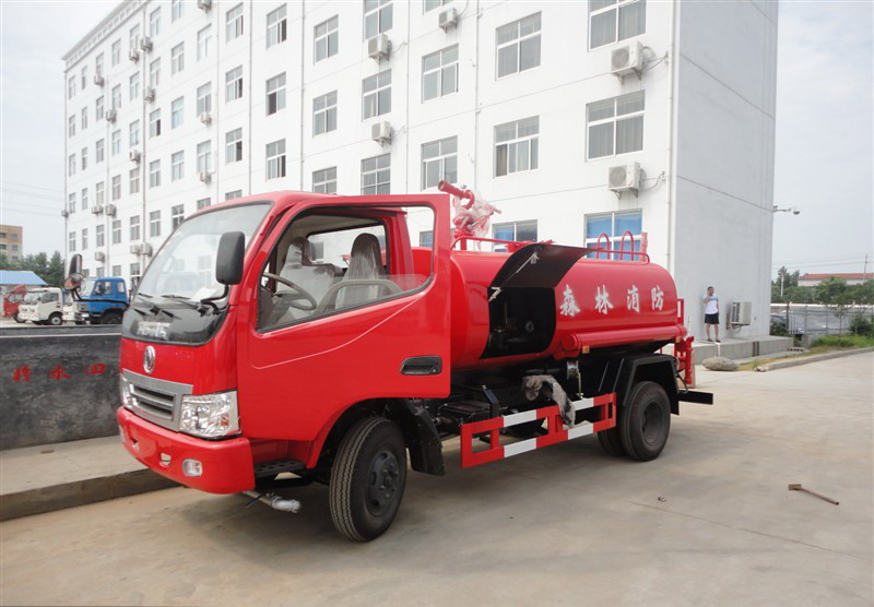 Dongfeng 500 gallon water fire truck